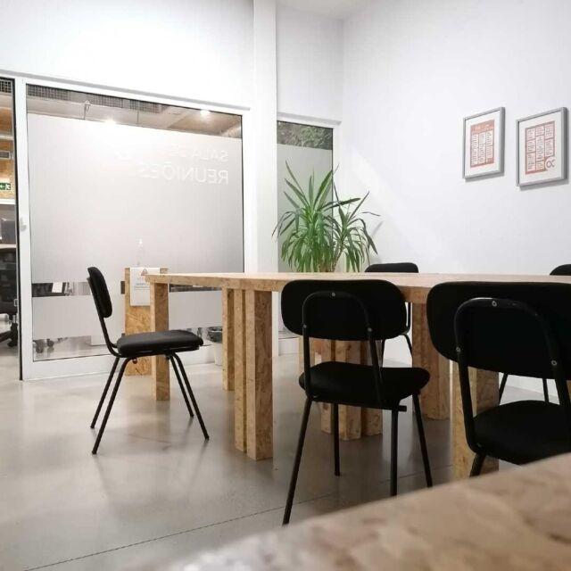 Sabias que no Cowork Torres Vedras dispomos de 2 Salas de Reunião equipadas e preparadas para reunires com os teus clientes? 🚀  Com opções de aluguer flexíveis, à hora ou ao dia, aqui encontras a melhor opção para receber os teus clientes de uma forma profissional ou quando estiveres de passagem! 😊   #coworktorresvedras #coworkingspace #coworkinglifestyle #freelancers #negocios #pequenosnegocios #reunir #aluguerdesalas #escritoriospartilhados #flexspaces #torresvedras #zonaoeste #visittorresvedras #travelingpeople #travelworkers